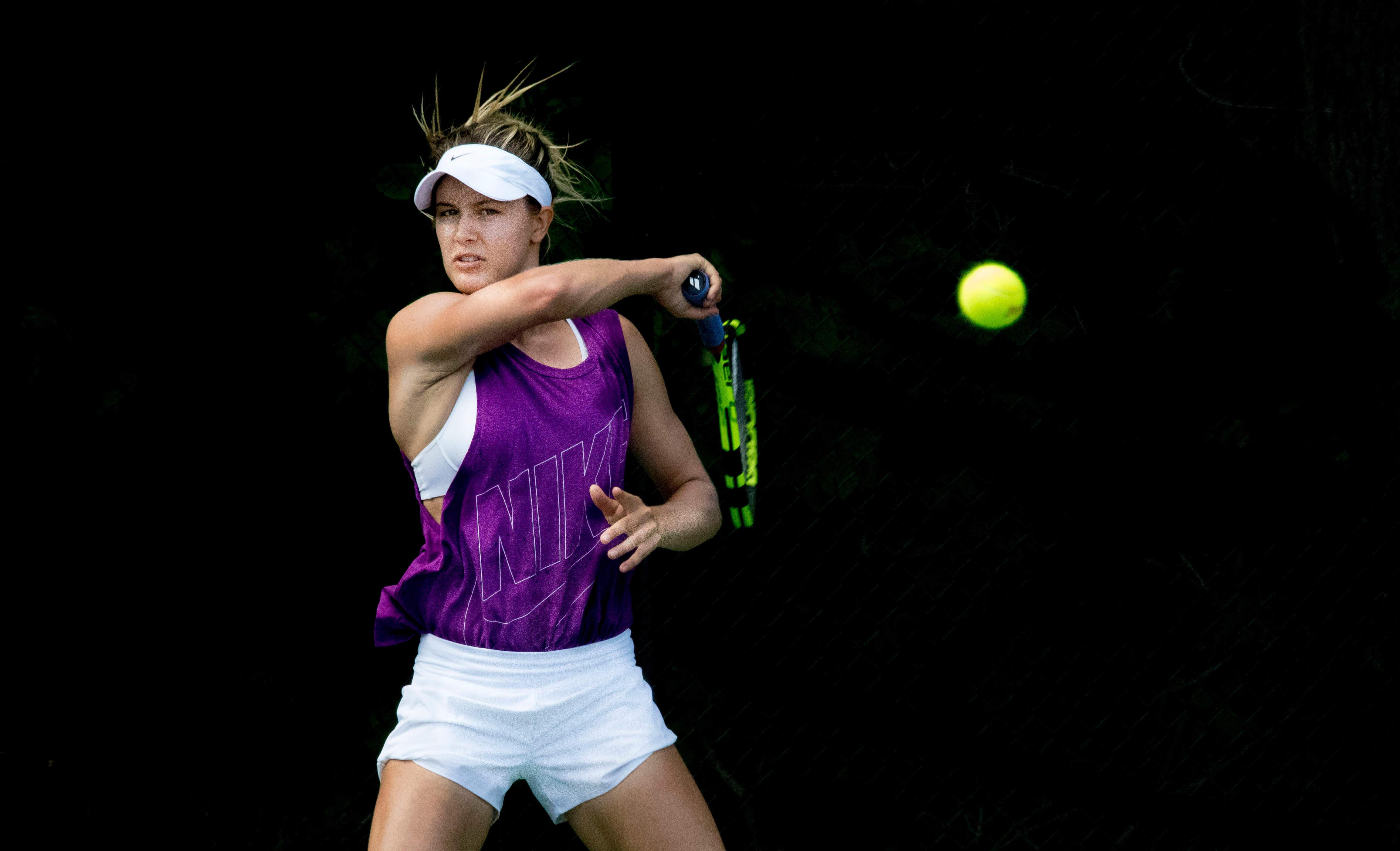 Female tennis players grunt