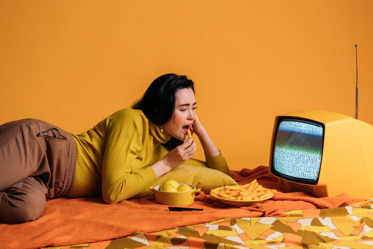 woman eating infront of tv
